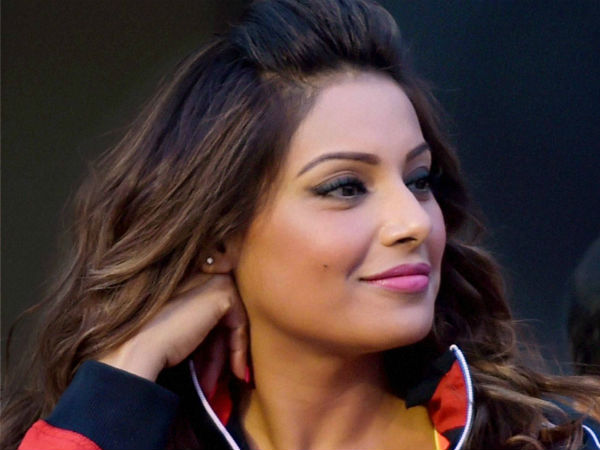 Bipasha Basu borrows money to buy eggs