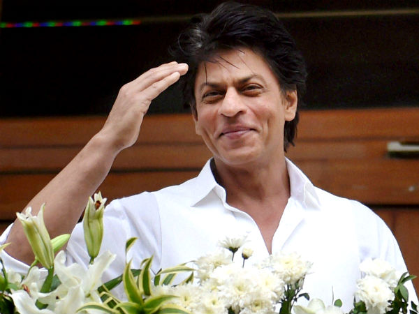 When Shah Rukh Khan uses his duplicate to avoid crowd