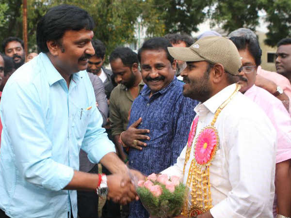 Bairava shooting wrap up with traditional sign