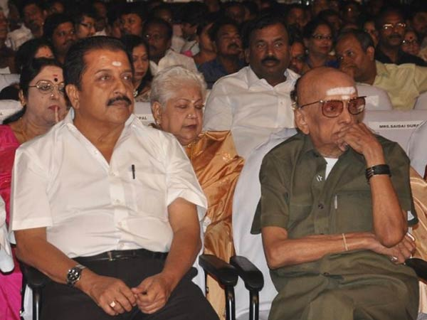 None can stage drama like Cho: Sivakumar