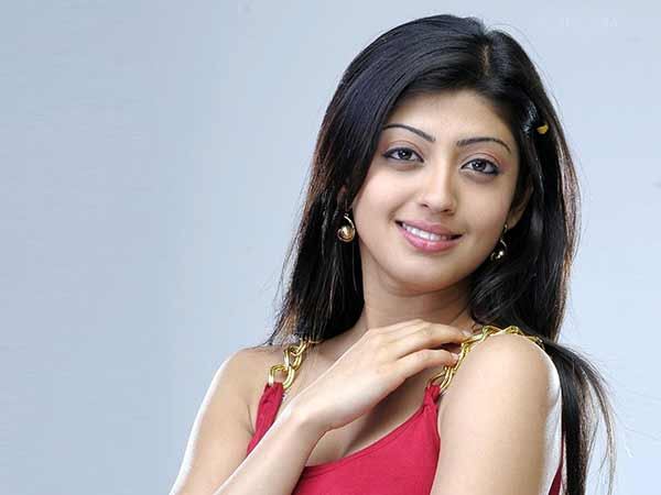 Pranitha does shady character in Enakku Vaaitha Adimaigal