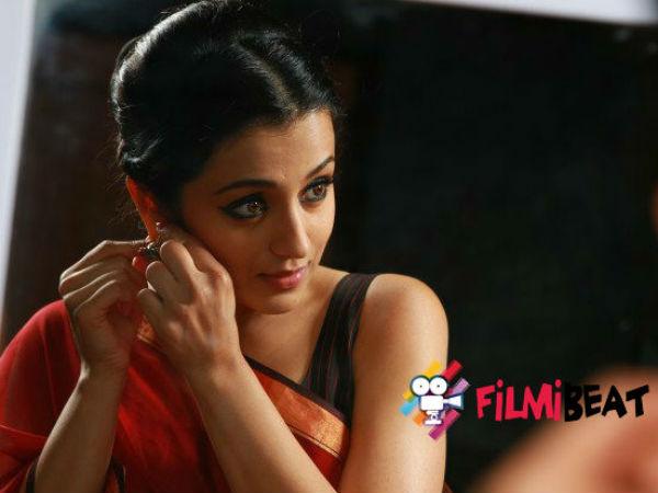 என்னாது, நடிகை த்ரிஷாவுக்கு பிடிவாரண்ட்டா?