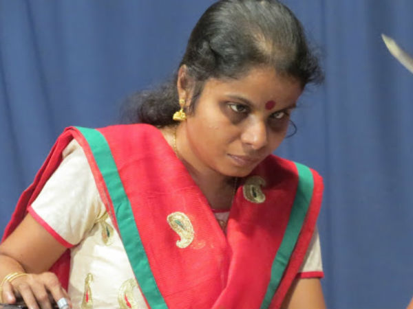 பாடகி வைக்கம் விஜயலட்சுமிக்கு கண் பார்வை வந்தது: ரசிகர்கள் மகிழ்ச்சி