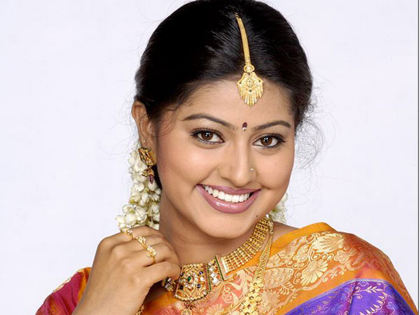 Women facing lot of challenges to achieve - Actress Sneha