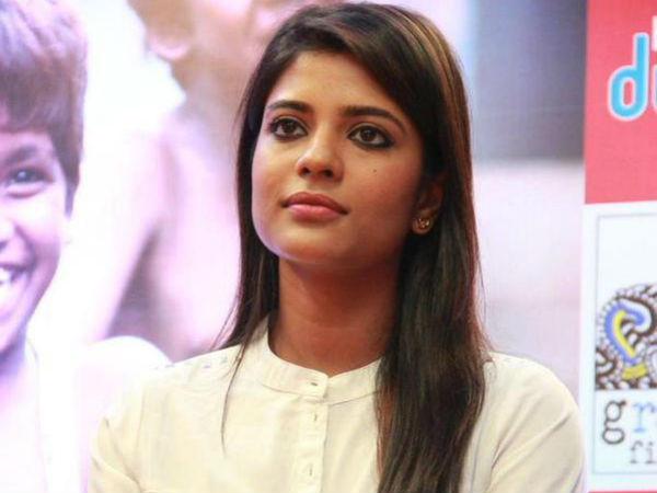 மேக்கப் ரூமில் சண்டை, முரண்டுபிடித்த ஹீரோயின்கள்: கடுப்பான இயக்குனர்