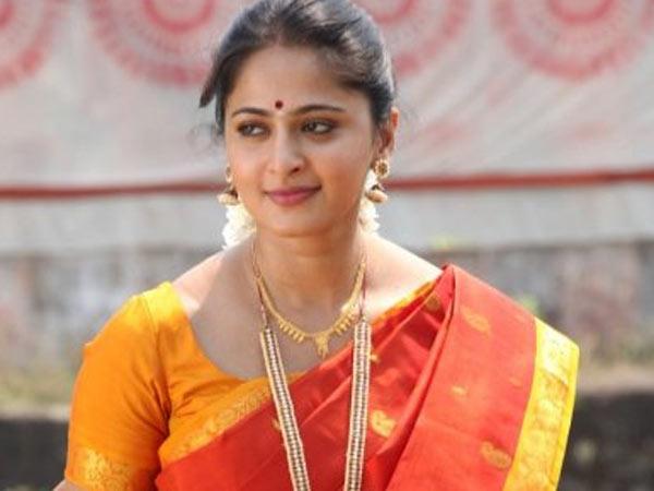 கல்யாண தோஷம் நீங்க மூகாம்பிகைக் கோயிலில் அனுஷ்கா சிறப்பு பூஜை