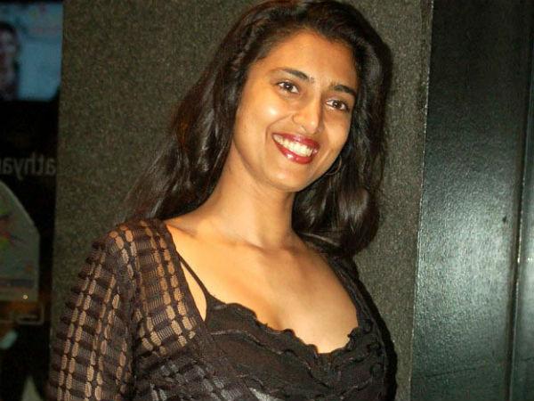 நீ மூடு மொதல்ல, வந்துட்டாருப்பா மோடிக்கு தம்பி: ரஜினி ரசிகர்களுக்கு கஸ்தூரி பதிலடி
