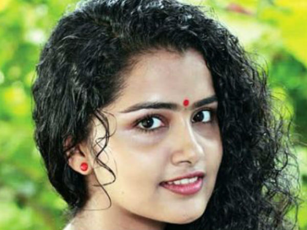 Anupama Parameswaran's glamour not clicks out