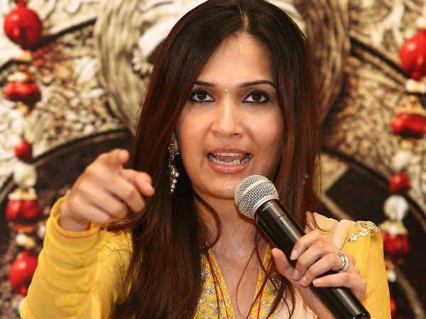 விஐபி 2 படத்தில் அனிருத்தை ஓரங்கட்டினோமா?: சவுந்தர்யா