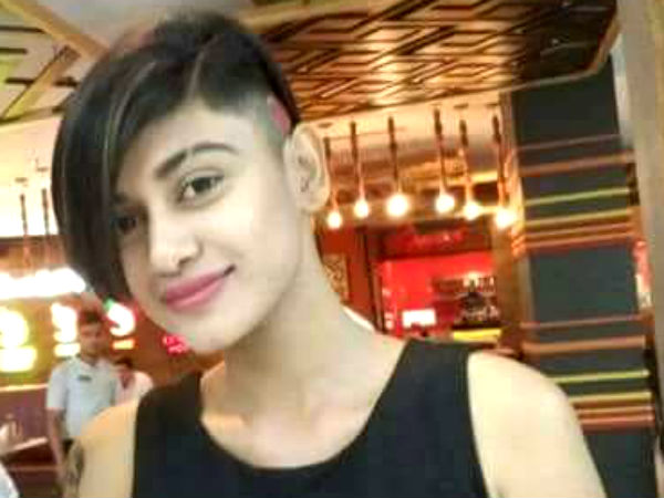 Why Oviya changes her getup?