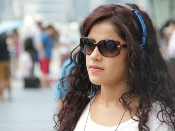 மொட்டை, லிப் டூ லிப் முத்தம்: துணிந்து ரிஸ்க் எடுக்கும் நடிகை
