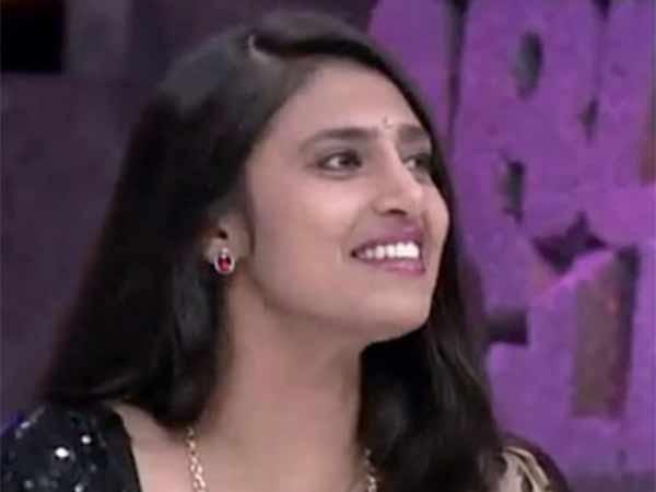 கமல் எட்டடி பாஞ்சா விஜய் நாற்பத்து எட்டடி: கஸ்தூரி