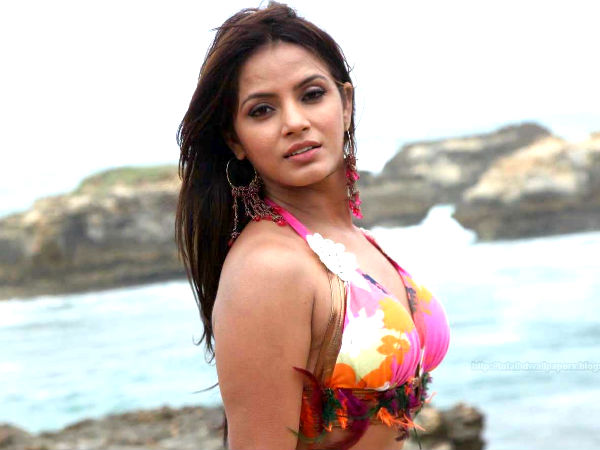 Neetu Chandra's disappoints with Tamil Industry