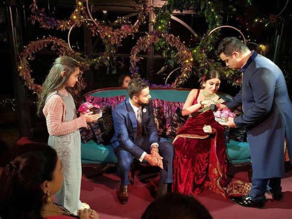 டெல்லி மற்றும் மும்பையில் அனுஷ்கா - கோஹ்லி ரிசப்ஷன்! 13-1513144733-virat-anushka-marriage4
