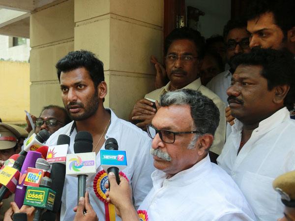 'விஷால் அன்ட் கோ'வை நாக்கை பிடுங்குகிற மாதிரி நறுக்குன்னு 4 கேள்வி கேட்ட மலேசிய நாளிதழ்