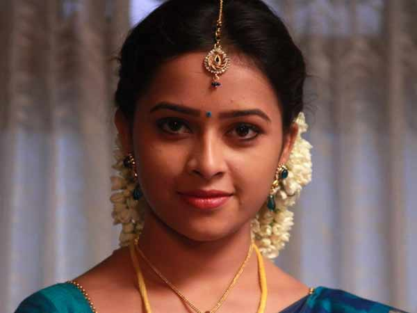 Sridivya returns to Telugu