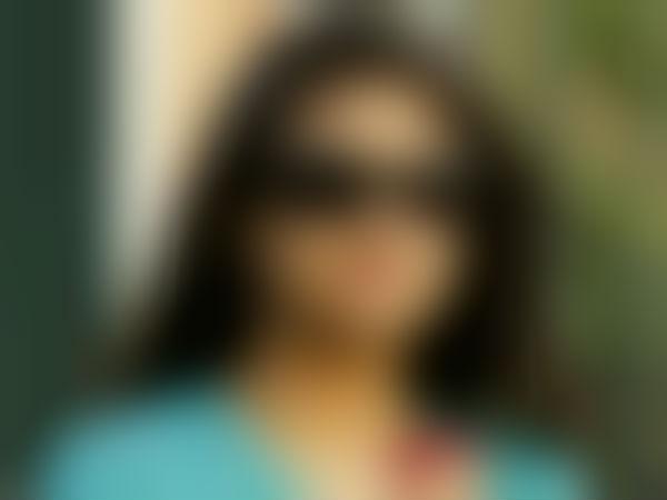 இந்த வாரிசு நடிகை சரியான அண்ட புளுகுனி ஆகாசப் புளுகுனியா இருக்காரே!