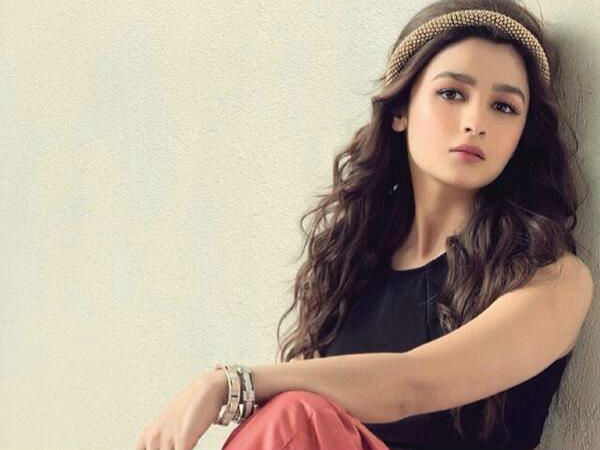 Actress Alia bhatt injured in shooting