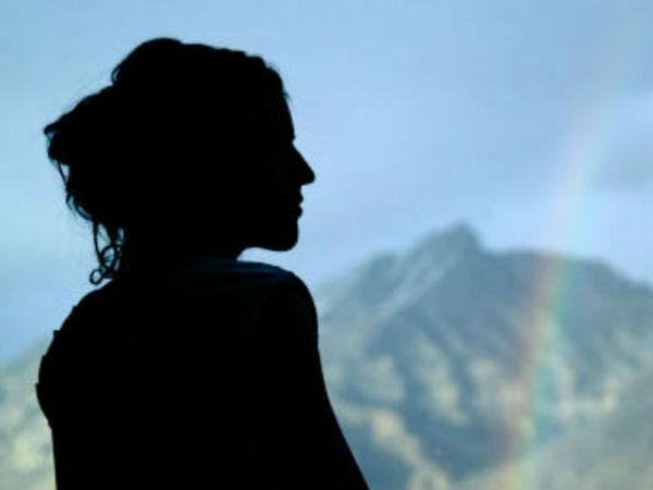அவர் என் புருஷன்: சீனியர் ஹீரோவின் வீட்டிற்குள் புகுந்து பெண் ரகளை
