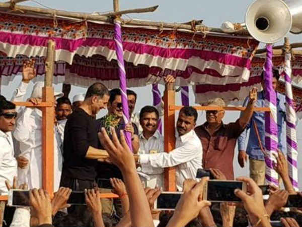 Akshay kumar helps poor villagers