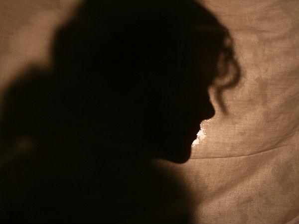ஆக்டிவாவில் சென்ற நடிகையின் ஸ்கர்ட்டை பிடித்து இழுத்து அசிங்கமாக பேசிய 2 பேர்