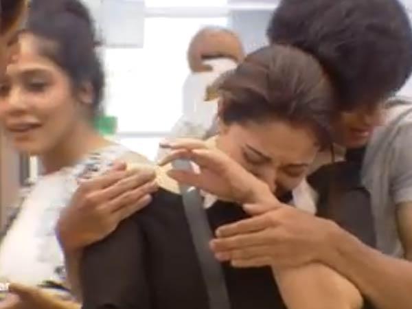 நீ என்கிட்ட வராத போ: ஷாரிக்கை விரட்டிவிட்டு கதறி அழுத மும்தாஜ் #BiggBoss2Tamil