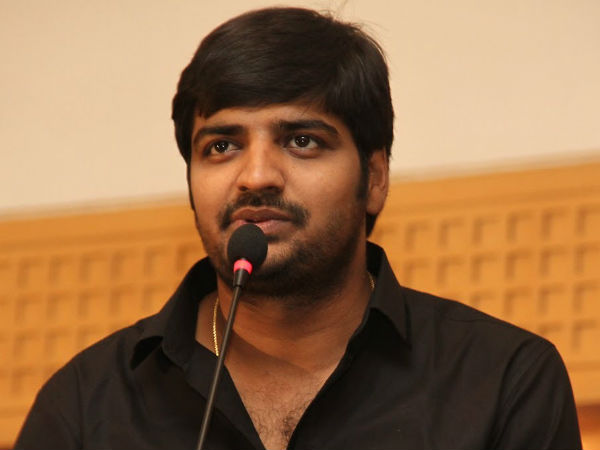 Actor Sathish trolls Gautham and Regina in stage