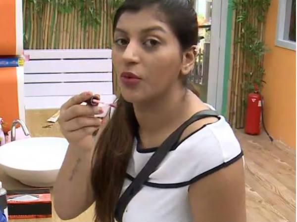 கேமரா இருப்பதை மறந்து சொல்லக் கூடாத உண்மையை உளறிய யாஷிகா #BiggBoss2Tamil