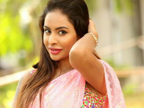 SHOCKING: Sri Reddy Reveals the Tamil Director Name who