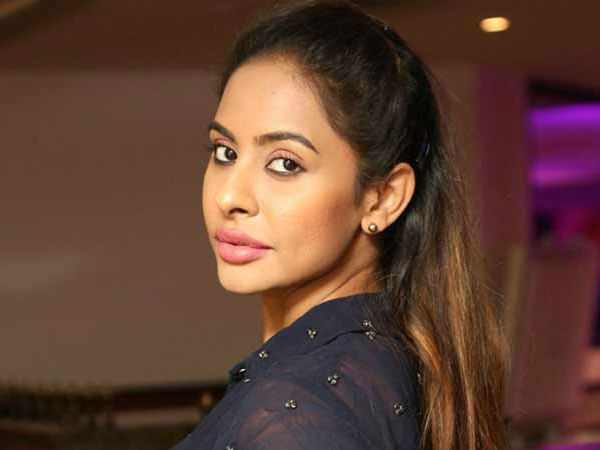 Sri Reddy comes to Chennai to lodge complaint against all Tamil Actors who