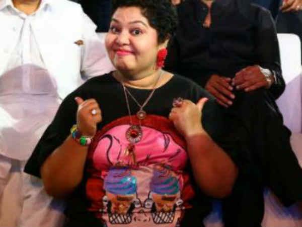 மும்தாஜை மொத்த வீடும், கமலும் டார்கெட் செய்வதா?: ஆர்த்தி குமுறல்