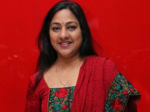 கேரள வெள்ளம்..  நடிகை ரோகினி நிதியுதவி.. 'அம்மா' வுக்கு இது எவ்வளவோ பரவாயில்ல!!