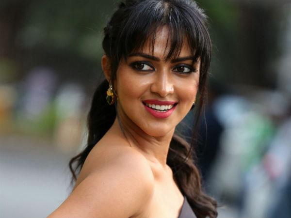 ஹக் பண்ண போன அமலா பால்: நைசாக நழுவிய இயக்குனர்