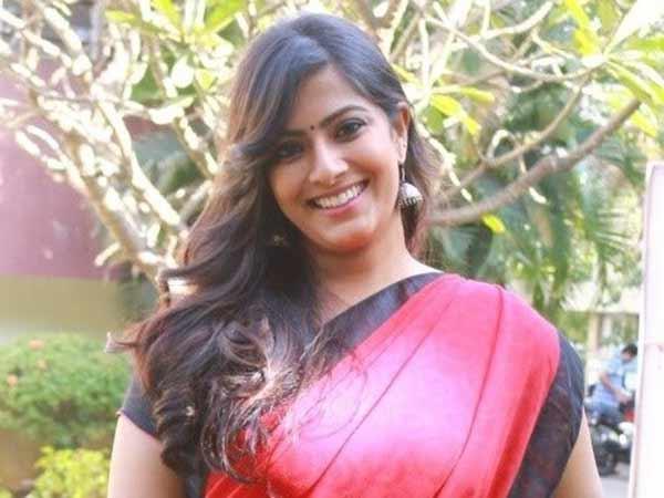 சினி துளிகள்! Varalakshmi-sarathkumar23-1528293861-1541073778