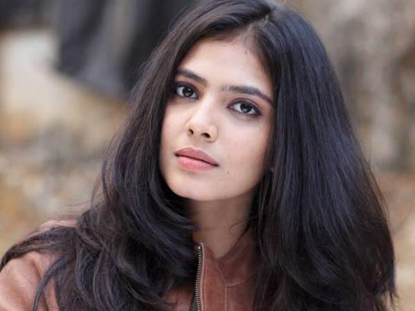 Exclusive : ரஜினி குடும்பத்தில் நானும் ஒரு அங்கமாக வேண்டும் : 'பேட்ட' மாளவிகா மோகனன் விருப்பம்