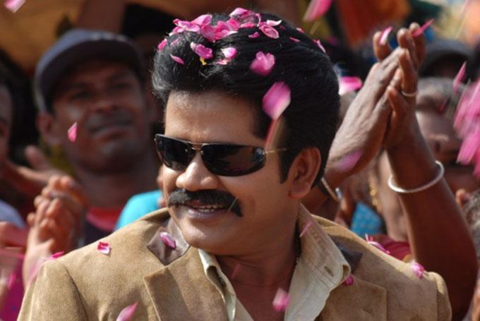 ஆபாசமாகப் பேசி கொலை மிரட்டல் விடுக்கிறார்... மறைந்த நடிகர் ரித்தீஷின் மனைவி மீது போலீசில் புகார்!