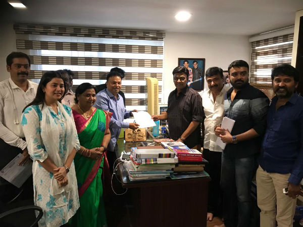 K.Bhagyaraj and Isari Ganesh have teamed up against Vishal