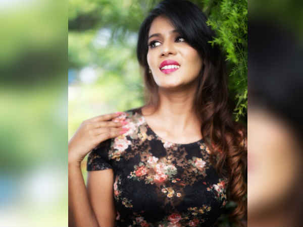 Actress Meera Mitun Photos becomes viral on Social media