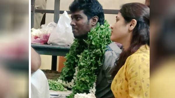 கடைசி நாளும் அதுவுமா மனைவியுடன் அத்திவரதரை தரிசித்த அட்லி