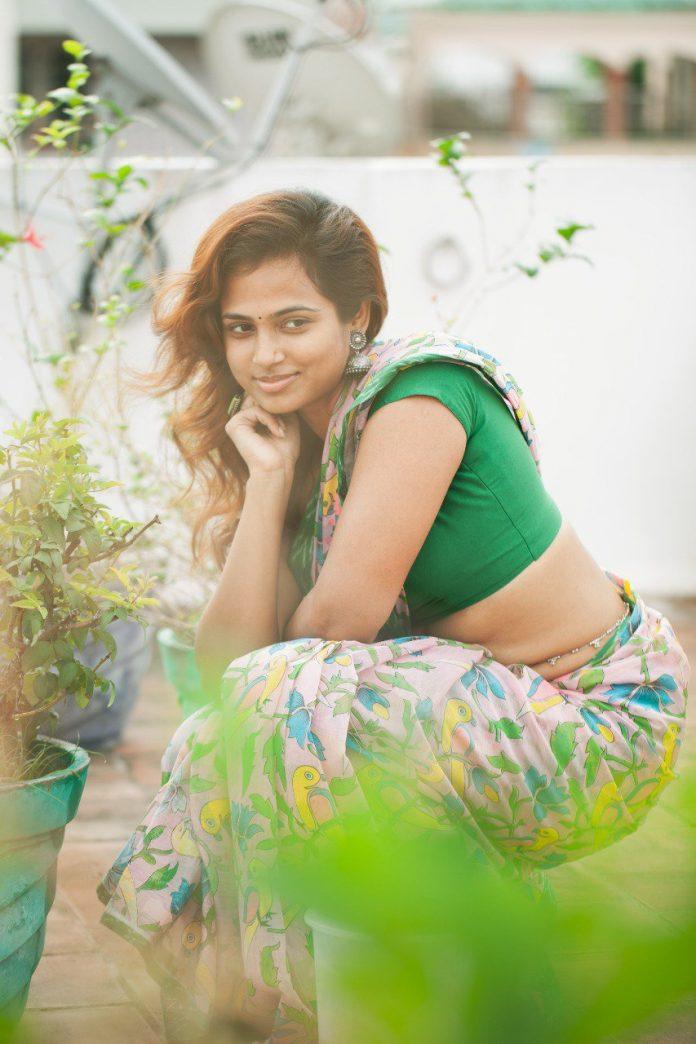 Ramya Pandian glamour photos goes viral in Social media