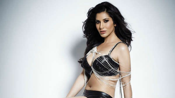 Sophie Choudry releases Maldives beach vacation pictures