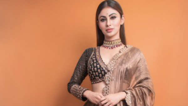 Actress Mouni roy escapes life from a accident in Mumbai