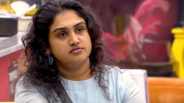 பிக்பாஸ் வீட்ட மட்டுமல்ல டிவிட்டரையும் அதிரவிடும் வனிதா! ஓவர் நைட்டில் ட்ரென்டிங்! #vanitha