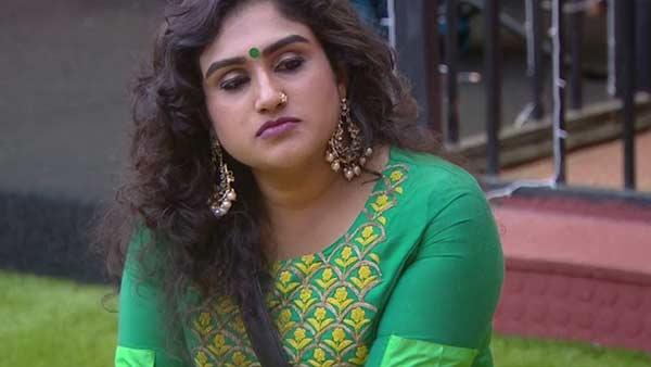 பிக்பாஸ் வீட்டிலும் கஸ்தூரியிடம் மல்லுக்கட்டி அசிங்கப்படுத்திய வனிதா.. ப்பா.. என்னா பேச்சு!