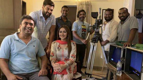 பிக்பாஸ் சாக்ஷி அகர்வால் குஷியோ குஷி  -  ஆர்யா, சாயிஷா உடன் படத்தில் ஆக்டிங்