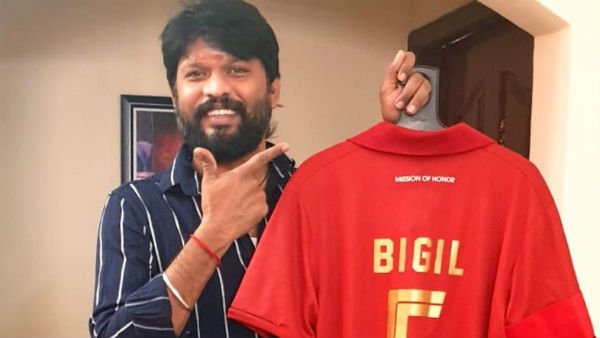 Vijay gifts his Bigil jersey to Soundara Raja