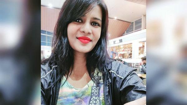 யாருடா அது ஈஃபிள் டவர தூக்கிட்டு போய் அங்க வச்சது.. வில்லங்கமான சர்ச்சை நடிகையின் டிஷர்ட்!