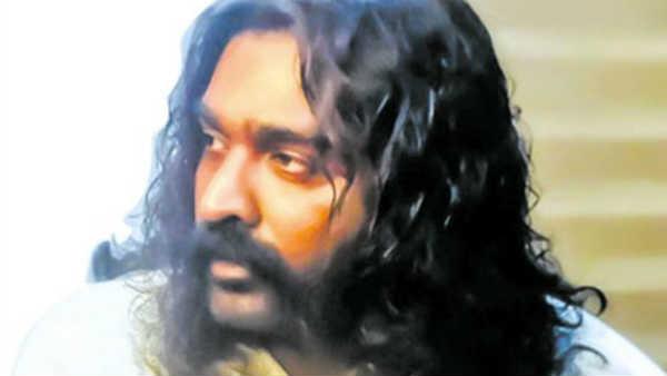 பெரிய மீசை, நீண்ட தலைமுடியுடன் ஸ்டைலான விஜய் சேதுபதி... அது அந்தப் படத்து ஸ்டில் இல்லையாம்...பிறகு?