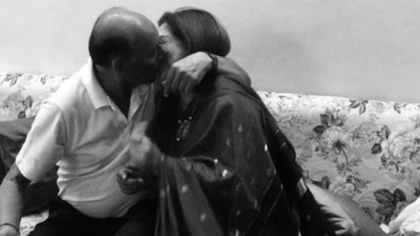 இன்னாம்மா லிப் கிஸ் அடிக்கிறாங்க.. பிரபல நடிகை ஷேர் செய்த போட்டோ.. அதில் இருப்பது யார் தெரியுமா?