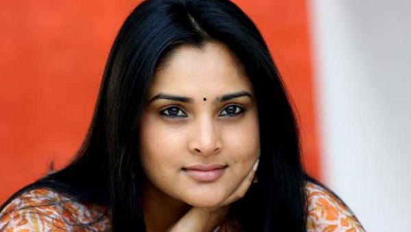 """""""நான் வந்துட்டேன்னு சொல்லு"""".. ஒரு வருஷத்துக்கு பிறகு மீண்டும் சமூக வலைதளம் வந்த நடிகை ரம்யா!"""